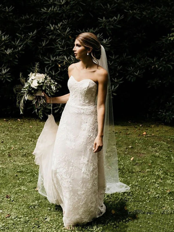 Sweetheart Sleeveless Lace Floor-Length Church Wedding Dress