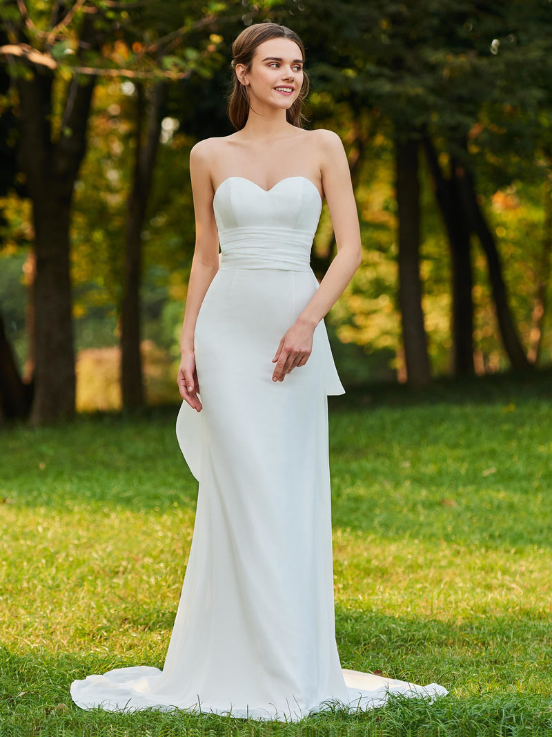 Floor-Length Sweetheart Bowknot Sheath/Column Garden/Outdoor Wedding Dress