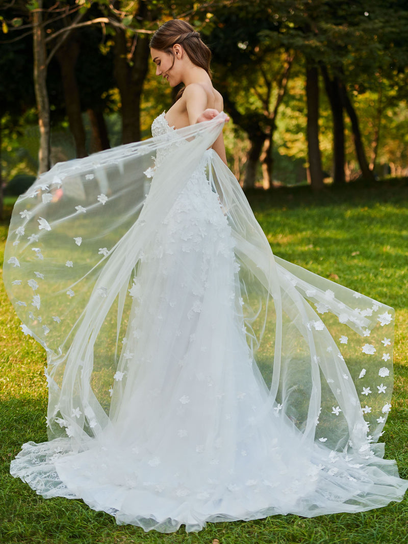 A-Line Sleeveless Lace Sweetheart Garden/Outdoor Wedding Dress