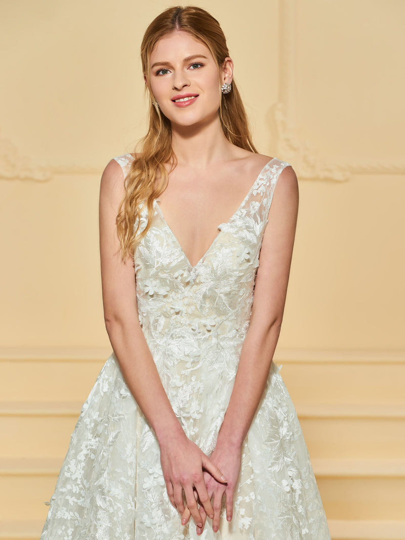 Floor-Length A-Line Sleeveless Lace Beach Wedding Dress