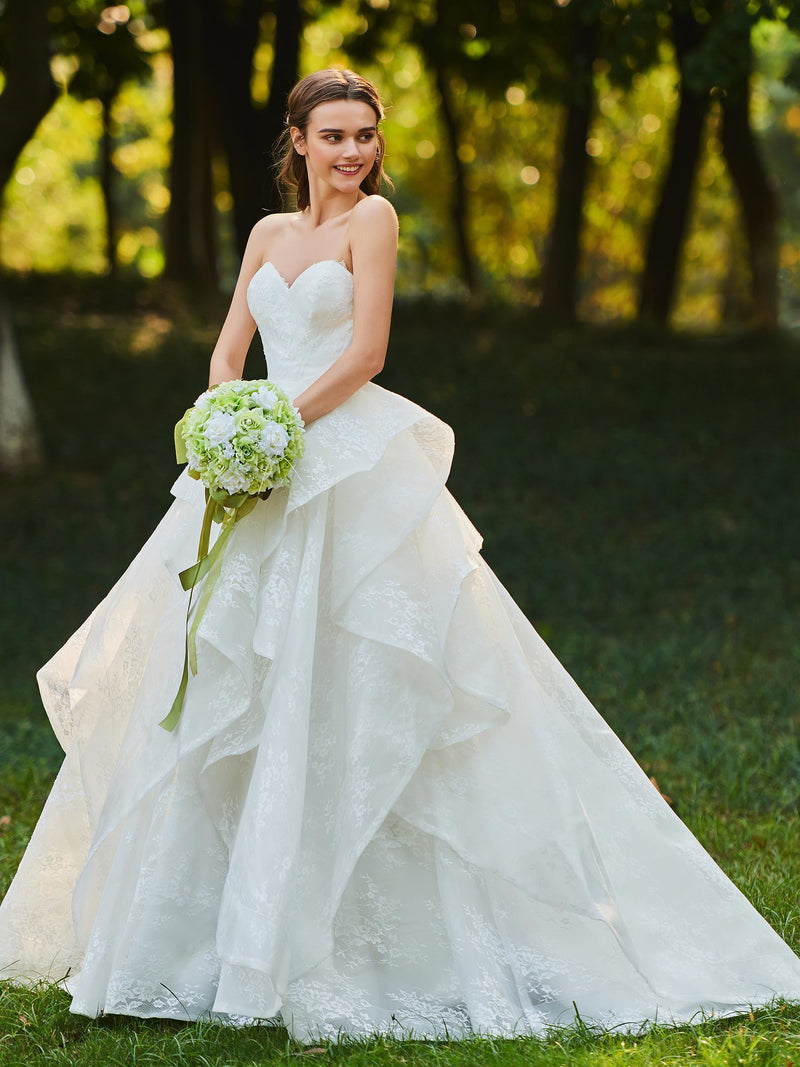 Floor-Length Court Lace Sweetheart Garden/Outdoor Wedding Dress