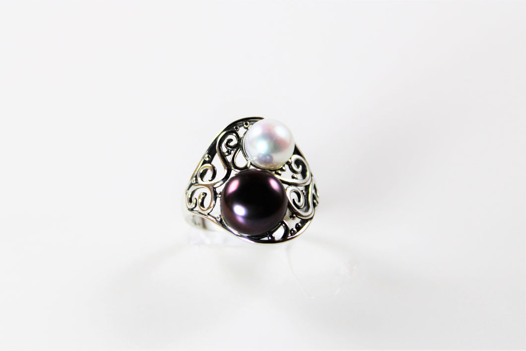 Black Pearl & White Pearl Ring