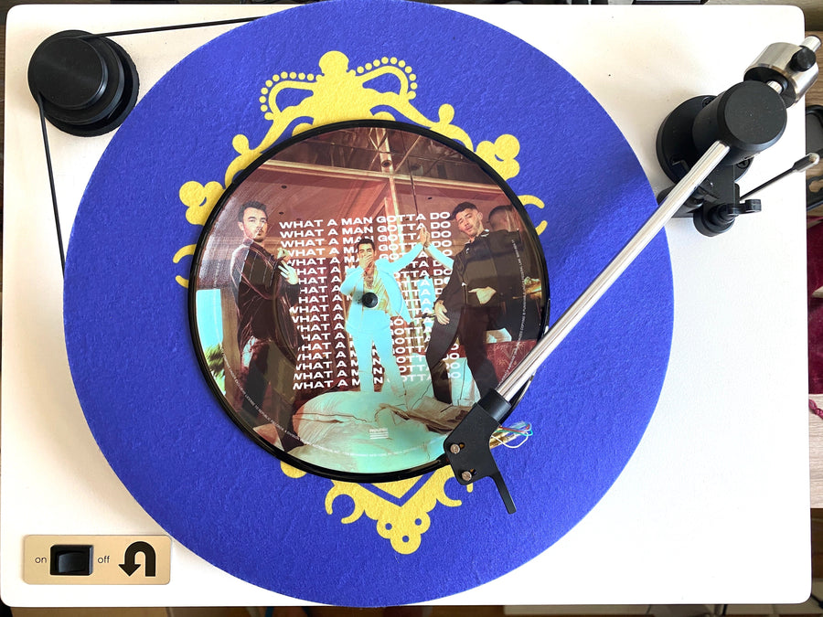 """What A Man Gotta Do""            7-inch picture disc! - JONAS VINYL CLUB"