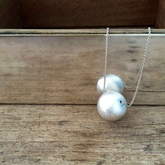 NECKLACE WITH LARGE SILVER SPHERE MATT
