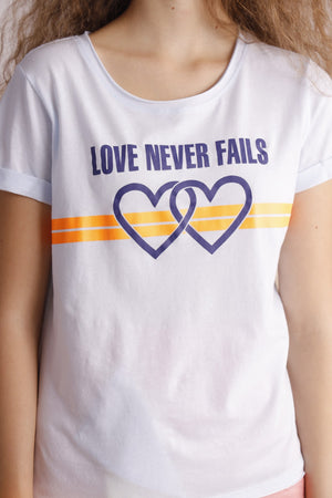 Love never fails printed tee