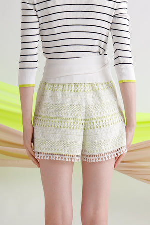 Guipure lace shorts with contrast lining