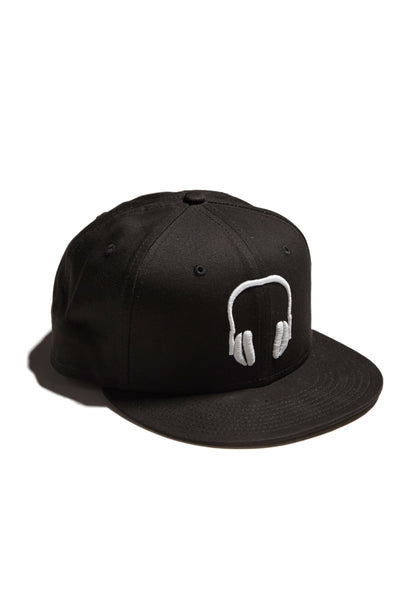 SOUNDOFF.HEADPHONES.SNAPBACK.WHITE.EMBROIDERY.ON.BLACK.