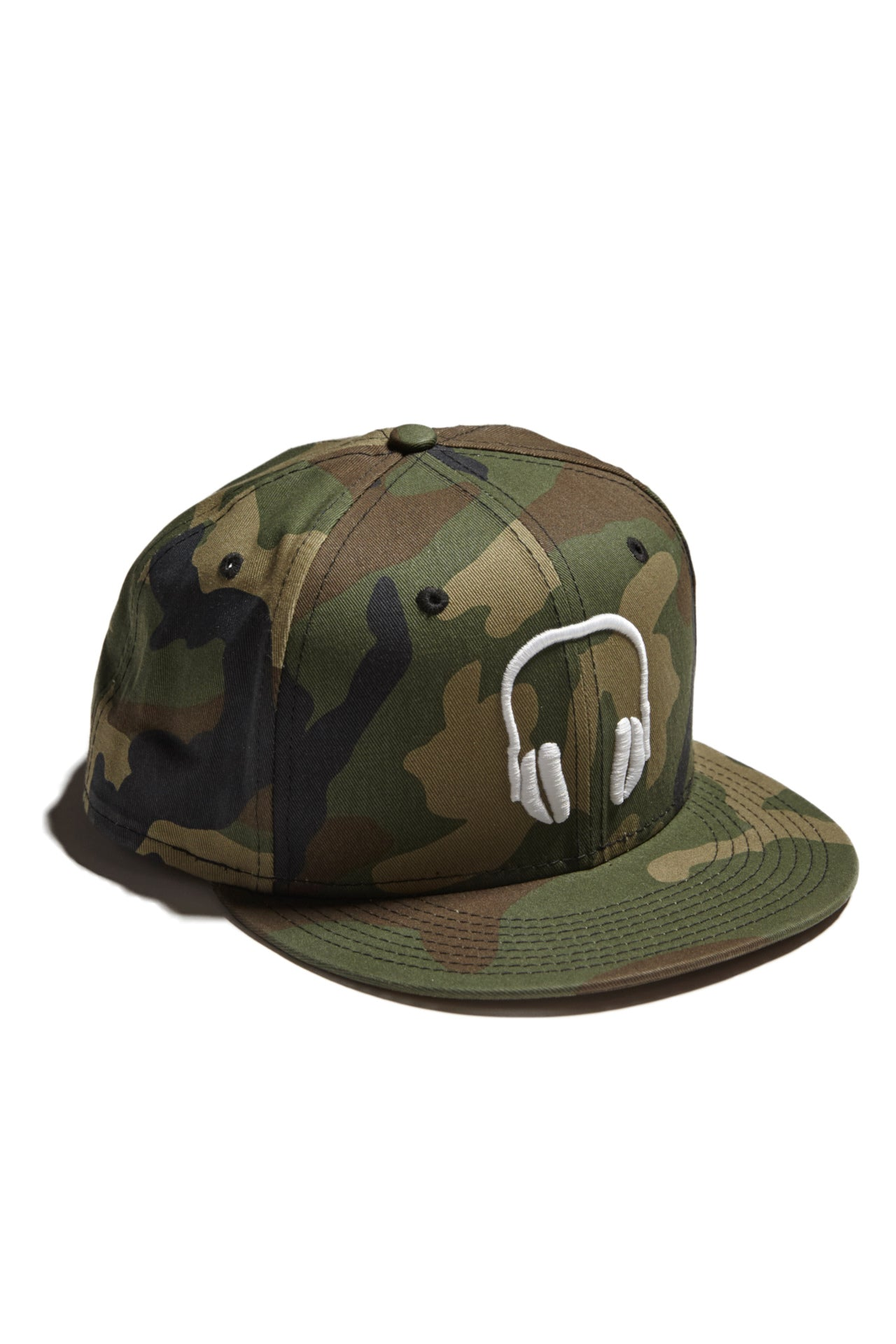 SOUNDOFF.HEADPHONES.SNAPBACK.WHITE.EMBROIDERY.ON.CAMO.