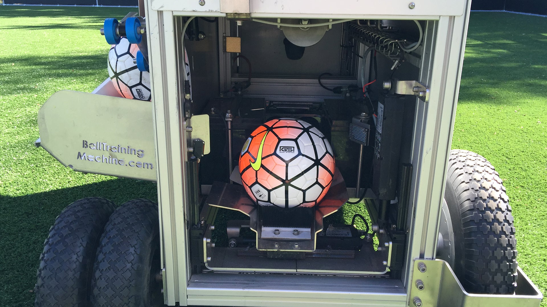 BALL TRAINING MACHINE