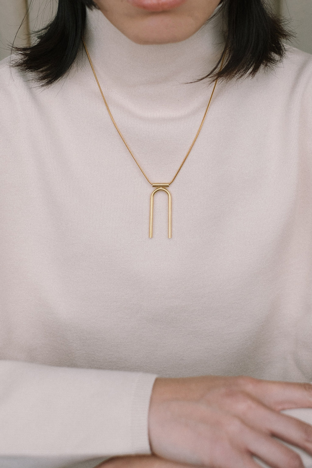 U necklace