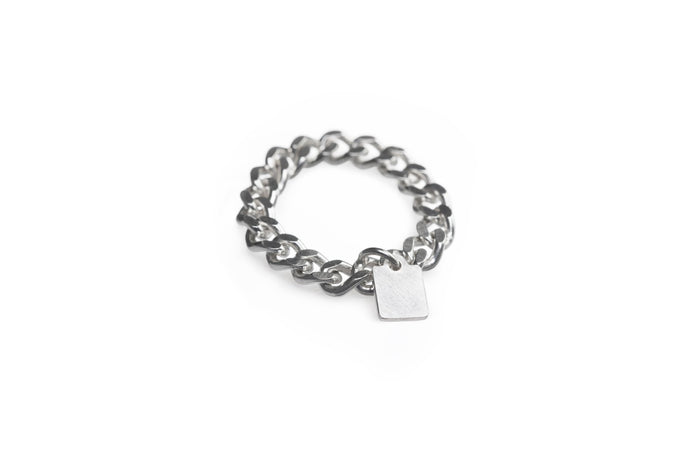 Jasmien Witvrouwen - Chained ring with price tag