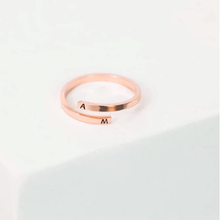 Load image into Gallery viewer, rose gold name ring