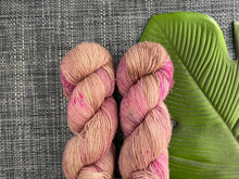Load image into Gallery viewer, Merino linen singles - 'Bear paws' colourway