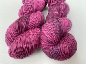 Delicious sock 'Pinot' colourway