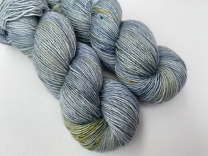 Merino linen singles - 'Forget me not' colourway
