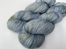 Load image into Gallery viewer, Merino linen singles - 'Forget me not' colourway