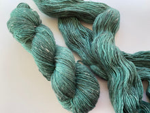 Load image into Gallery viewer, Merino linen singles - 'Smaragd' colourway