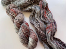 Load image into Gallery viewer, Merino linen singles - 'Vampire love' colourway