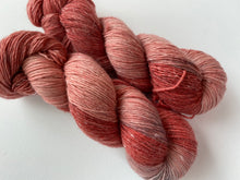 Load image into Gallery viewer, Merino linen singles - 'Eternal love' colourway