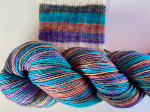 Self-striping sock yarn 'Cool by the pool' colourway