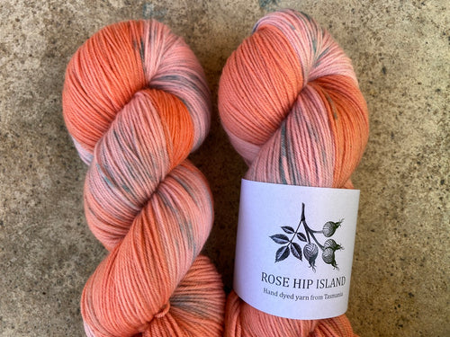 Delicious sock 'Apricot pavlova' colourway