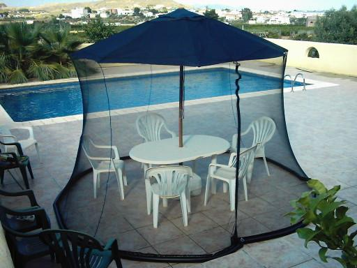 A Perfect Fusion of Umbrella and Mosquito Net