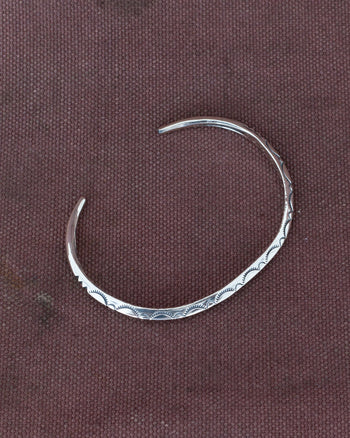 Larry Smith Extra Thin Triangle Bangle Leaf, Silver