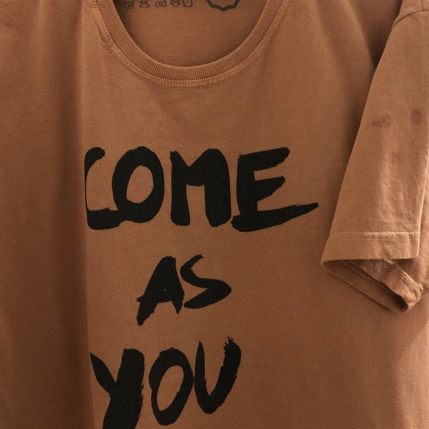 LD - Camiseta Gola C Algodão Sustentável - Come As You Are