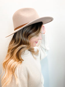 Billie Wide-Brim Hat In Taupe