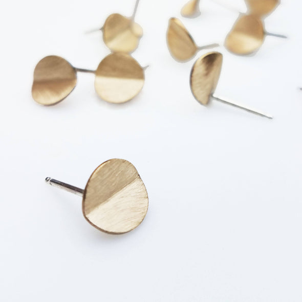 Folded Round Studs in Brass - Queens Metal