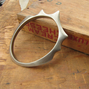 Heavy Metal Bangle in White Metal (Style 001) - Queens Metal