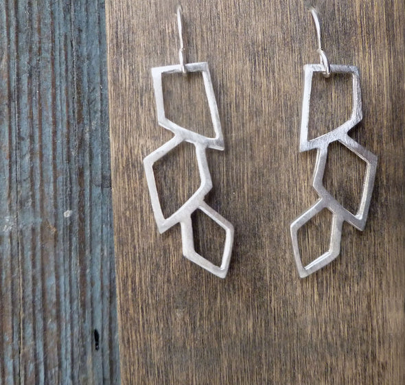 Mini Grecian Earrings in White Metal - Queens Metal