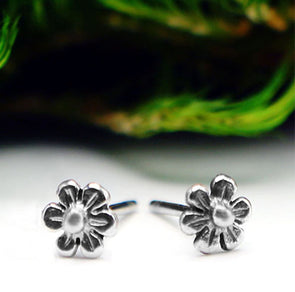 Flower Studs in Sterling Silver - Queens Metal