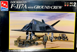 Lockheed F-117A with Ground Crew  1/72