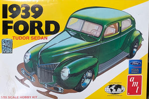 1939 Ford Tudor Sedan 1/25  2003 issue