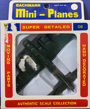 Load image into Gallery viewer, Bachmann Mini Planes, #06 B-17 Flying Fortress 1/250 1970's issue