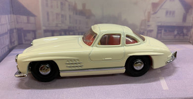 Dinky Item DY-12B 1955 Mercedes Benz 300SL Gullwing 1/43