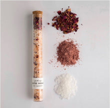 Load image into Gallery viewer, rose and sandalwood bath soak