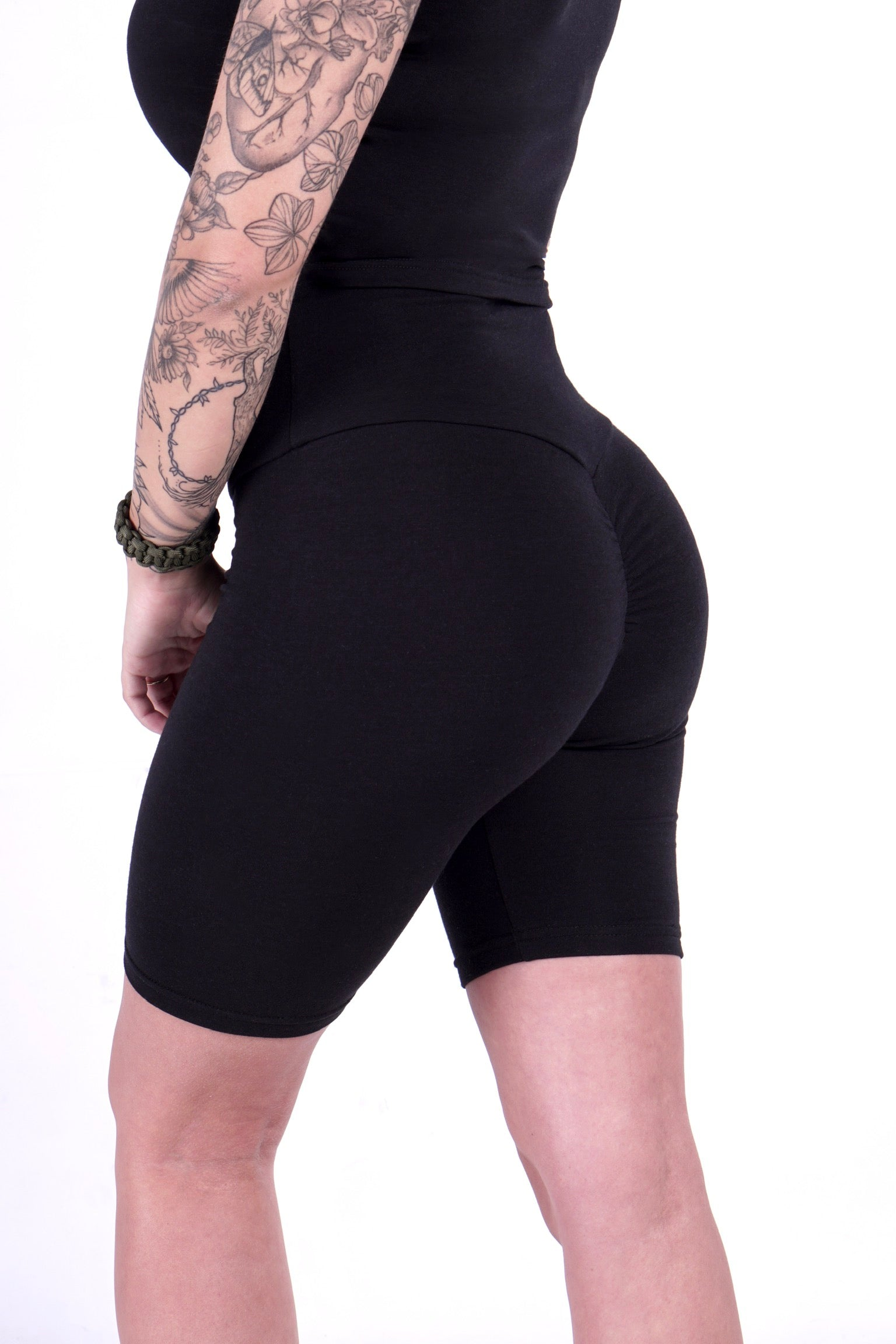 Eco-friendly bike short Scrunch-Butt Leggings black squat proof small medium large black made in canada montreal sustainable short ethical clothes short écologique fait des belle fesses short taille haute opaque écologique vêtement de tous les jours