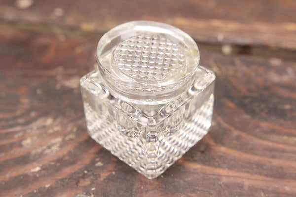 Pyramid Pattern Cubic Beveled Glass Inkwell with Glass Lid