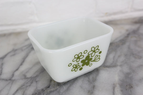 Pyrex 501B Fridge Box with Green Daisy Pattern, 1-1/2 Cup