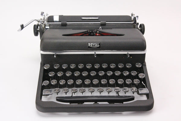 Royal Quiet De Luxe Portable Manual Typewriter with Case, Made in USA, 1947