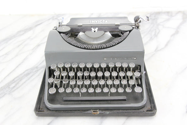 Incvicta Portable Typewriter with Arabic Keyboard and Case, Made in Italy