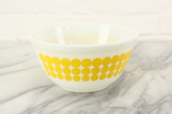 Pyrex Yellow Dot Polkadot 402 1-1/2 Quart Mixing Bowl