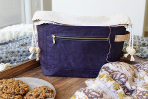*PRE-ORDER* Plum Waxed Canvas Niffin Bag