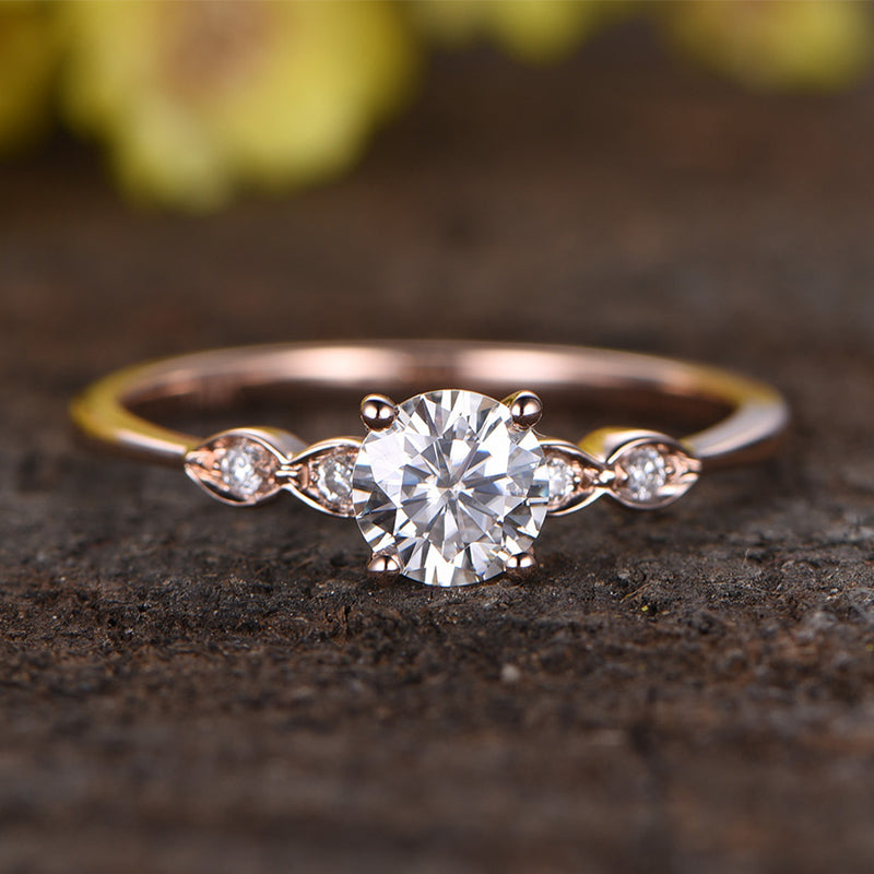 Rose Gold 1.0 Ct Round Cut Engagement Ring With Five Side Stone