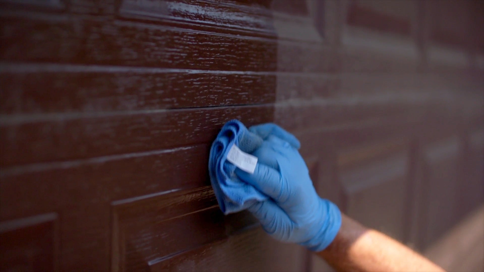 AL-NEW is the best aluminum restoration solution to remove oxidation from your garage doors.