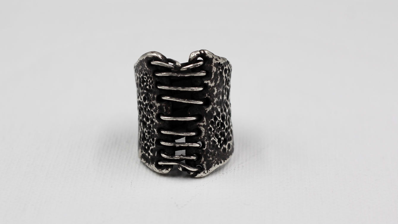 Empress47 Bind Ring