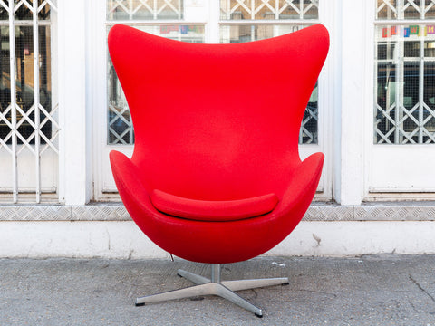 Danish Arne Jacobsen for Fritz Hansen Swivel Egg Chair in Kvadrat Tonus Red