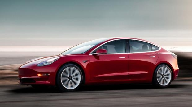 A Tesla Model 3 with 150 km of autonomy ... In Canada